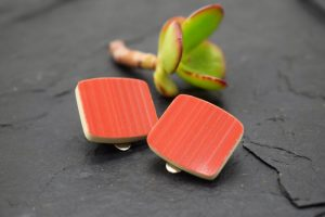 Design Schmuck in feurigem Rot
